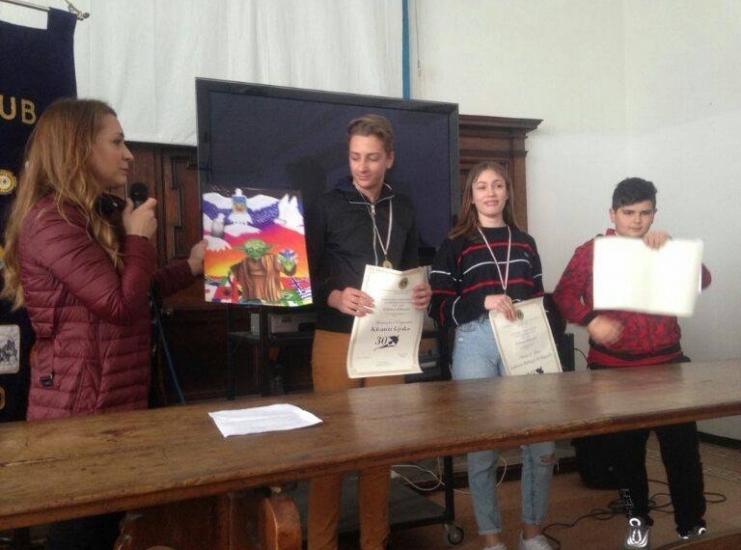 """Lions Club Gubbio per la pace. Premiati i disegni degli studenti delle scuole eugubine """"Mastro Giorgio"""" e """"Nelli"""""""