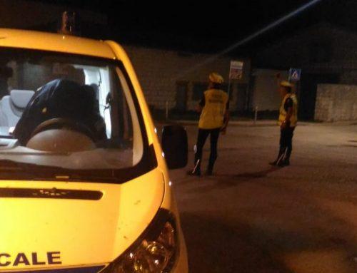 A Cipolleto lungo la statale 298 un automobilista non si ferma all'alt della Polizia Locale. Indagini in corso
