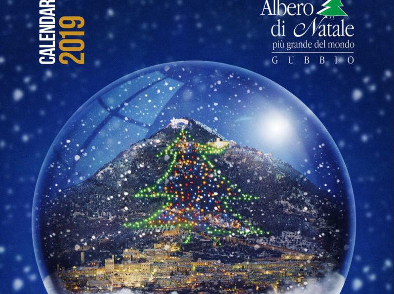 Albero Di Natale Gubbio.L Albero Di Gubbio Nella Sfera Di Vetro Ecco Il Calendario 2019