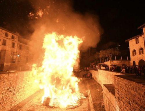 Tradizioni e memoria storica. I Quartieri di Gubbio hanno festeggiato San Giuseppe con i Focaroni