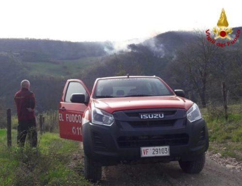 Vigili del Fuoco di Gubbio, spento l'incendio bosco tra Sioli e Nogna. Sono intervenuti due canadair
