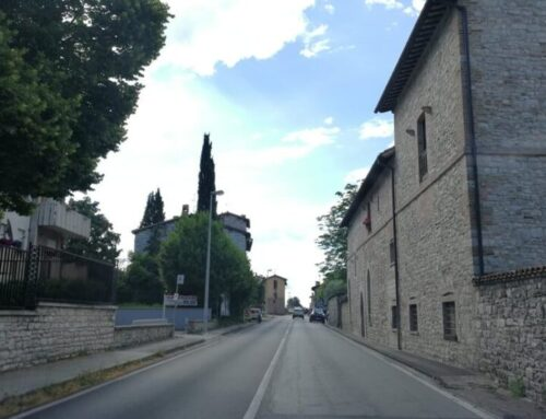 """Incidente tra due automobili all'incrocio tra Via di Porta Romana e Via Verdi. I cittadini: """"Serve una rotatoria"""""""