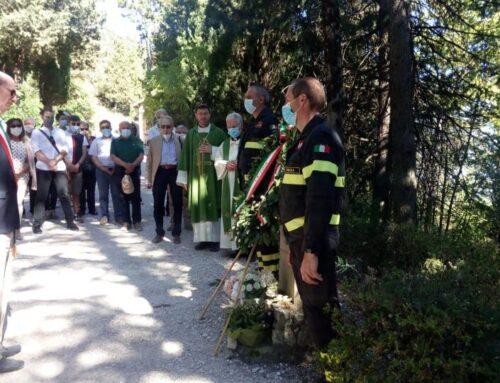 Messa e deposizione di una corona di alloro in ricordo di Umberto Paruccini ucciso dai tedeschi il 5 luglio 1944