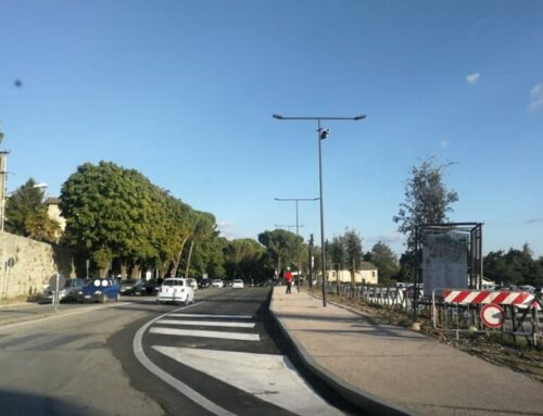 Finito il cantiere in Via del Teatro Romano, ora del tutto transitabile. E' l'ingresso turistico a Gubbio