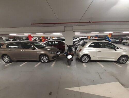 """Parcheggio di San Pietro: auto su posti per moto e scooter. Un giovane eugubino: """"Impossibile parcheggiare"""""""