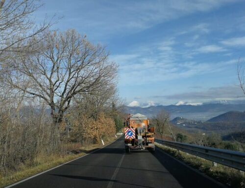 Intervento dei mezzi spargisale del Comune di Gubbio a Santa Cristina Burano e Castiglione per il gelo