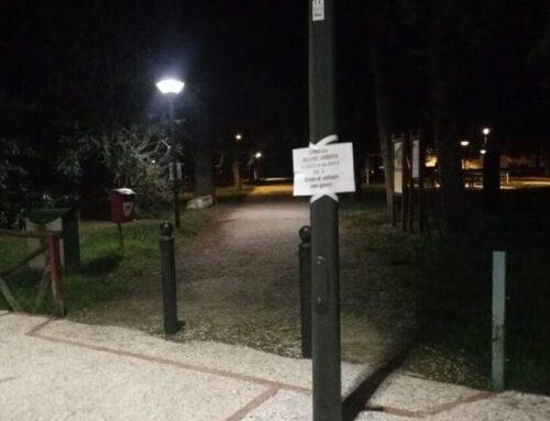 """Misure anti Covid-19. Segnaletica all'ingresso dei parchi pubblici di Gubbio: """"Divieto di utilizzo aree gioco"""""""